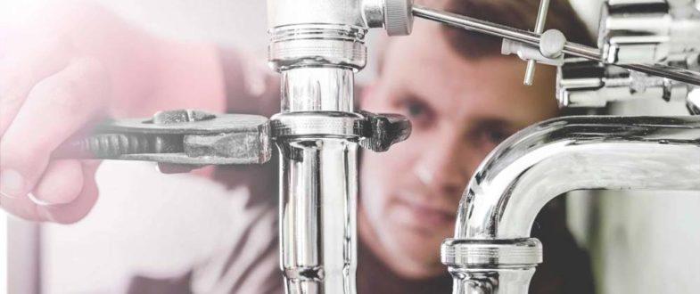 labores de un fontanero